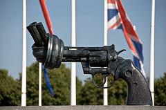 Non Violence Gun Sculptute. Caen Memorial (3)