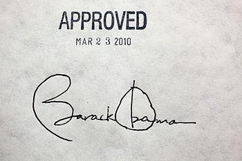 English: President Barack Obama's signature on...