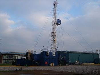 English: Oil well An oil rig used for training.