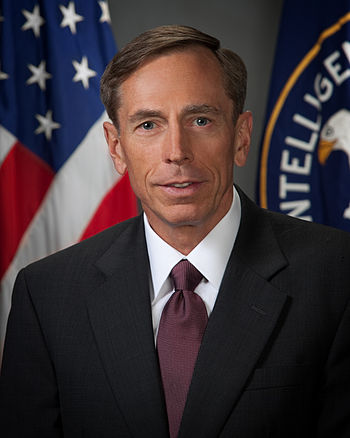 English: Official photo of David Petraeus, Dir...